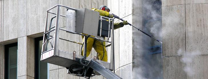 Nettoyage de façade d'immeuble